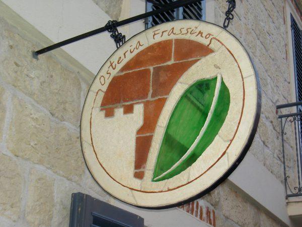 <span>Logo a Bandiera</span><i>→</i>
