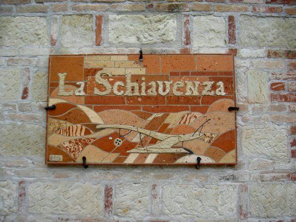 <span>La Schiavenza</span><i>→</i>